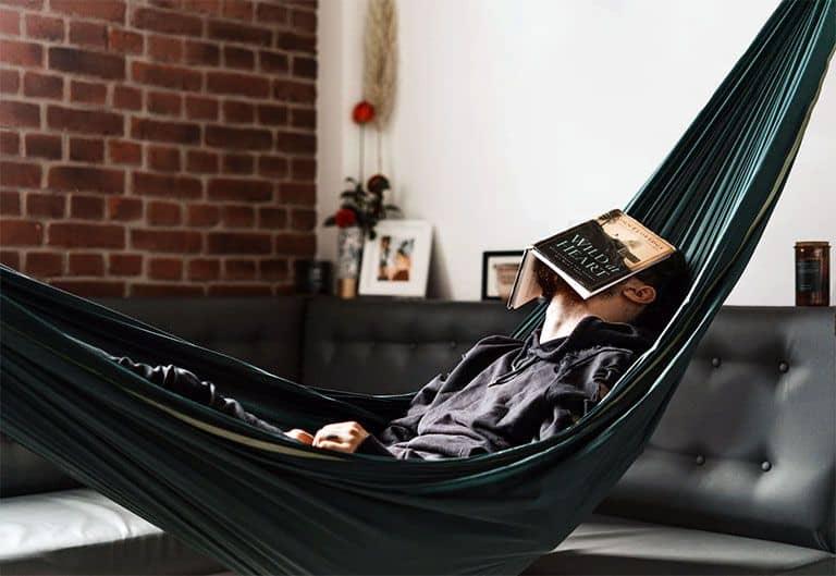 Beneficios de dormir en hamaca