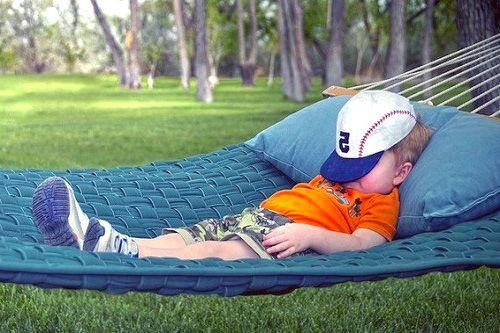 muchas culturas nativas continuan prefiriedo dormir en hamaca, en lugar de hacerlo en superficies planas como en Occidente