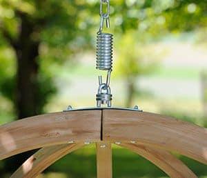 Silla colgante de madera